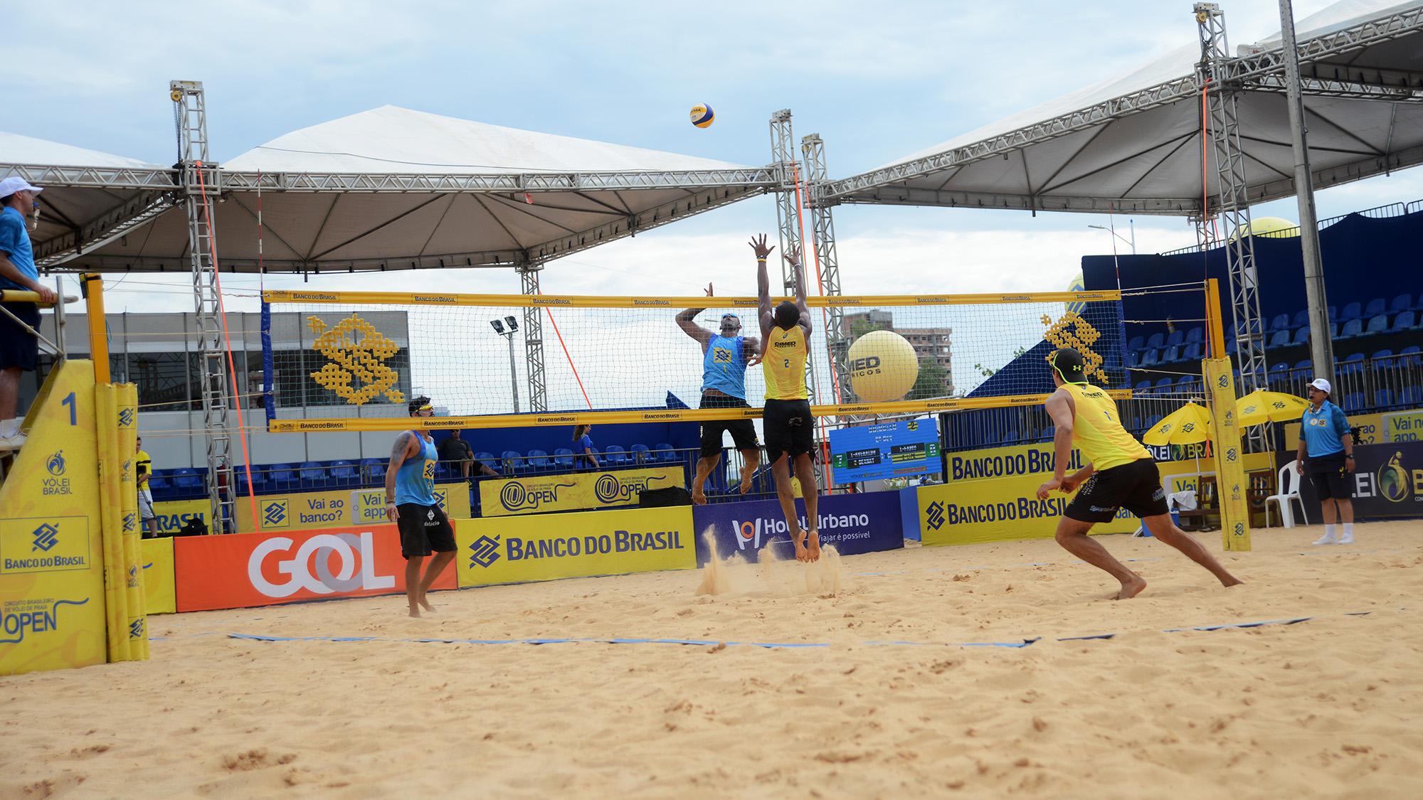 imageO tocantinense Averaldo, ao lado do carioca Rodrigo Bernat, venceu a dupla Lipe e Fábio por dois sets a zero