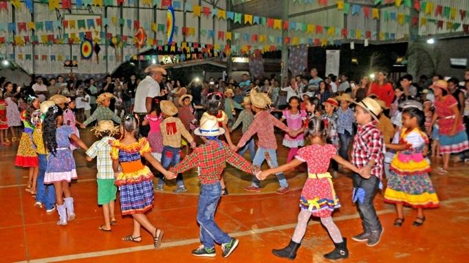 Clima de festa junina chega às escolas e Cmeis da Capital ... 513233026a1