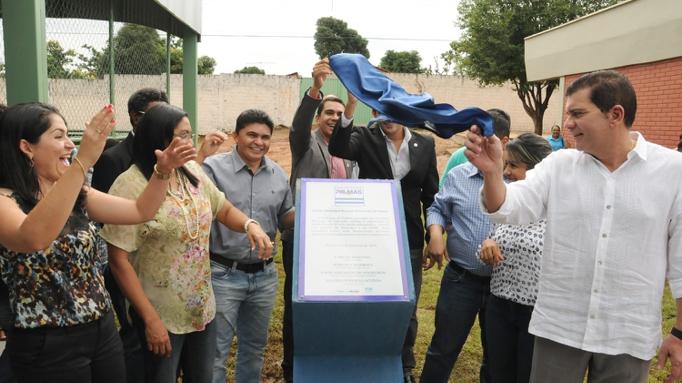 Amastha inaugura quadra poliesportiva e entrega uniformes à Escola ... c0a9087e8d6b2